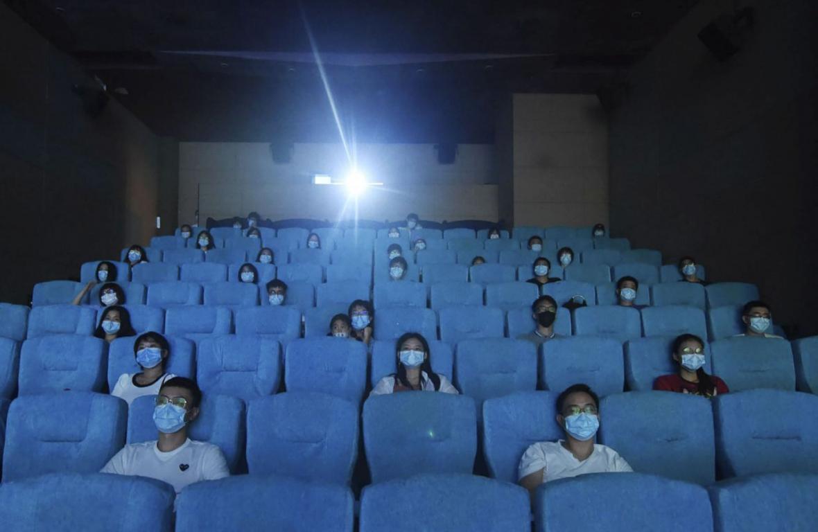 چراغ سینماهای هنگ کنگ روشن می گردد