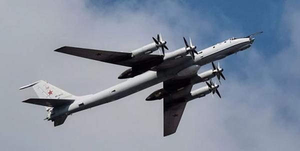 مزاحمت جنگنده های آمریکایی برای هواپیمای روسی بر فراز اقیانوس آرام